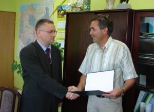 Prezes Piasecki składa gratulacje nowemu dyrektorowi ANR w Gorzowie Wlkp.-Tomaszowi Możejce