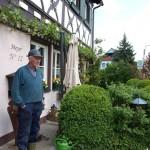 Frankoński rolnik Meyer z Rheindorfu, z niezadowoleniem patrzy na powstające w okolicy biogazownie