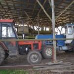 starsze maszyny w gospodarstwie, które wciąż przysługują sie w pracach w polu