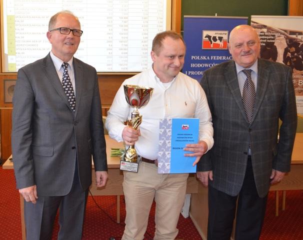 Przedstawiciel Spółki Rolnej Kalsk, nagrodzony w kat. stad powyżej 1000 sztuk
