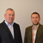 Nowy członek Rady - Andrzej Ławniczek (z lewej) z przewodniczącym - Markiem Strzelczykiem